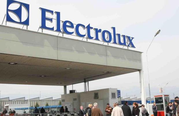 ELECTROLUX PUNTA A TAGLIO SALARI; SINDACATI, ANDREMO DA LETTA