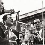 Franco Bentivogli - Piazza Duomo Milano 19 marzo 1978 - appena giunse la notizia del sequestro  dell'On. Aldo Moro, il leder dei metalmeccanici a nome di CGIL, CISL e UIL che si trovava a un'assemblea a Gorgonzola  sul terrorismo, con l'ON. Petruccioli  fu scaraventato in Piazza Duomo per il comizio