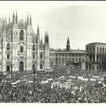 Piazza Duomo strapiena poco dopo la notizia del ritrovamento di Moro assassinato