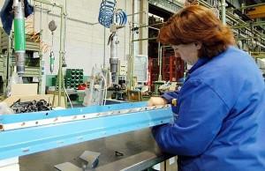 Azienda-operai-al-lavoro-piccole-e-medie-imprese