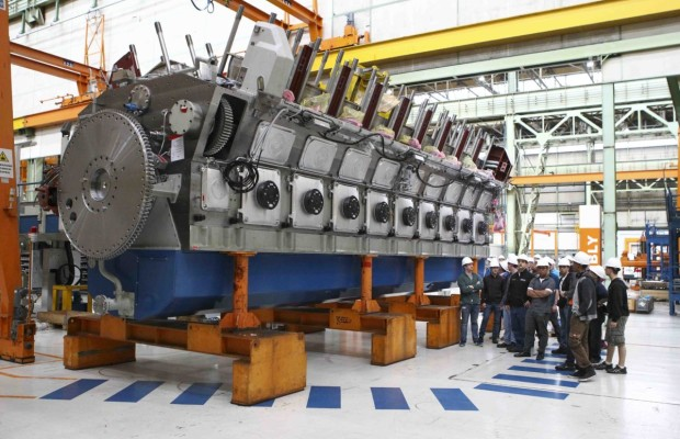 SUNY Maritime students get an up-close view of the assembly of an 18-cylinder Wärtsilä 50 diesel engine during their visit to Trieste, Italy.