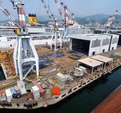 Genova Sestri Ponente - lo stabilimento della Fincantieri, sviluppatosi sulla costa a ridosso della cittadina